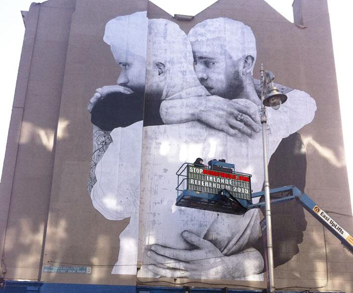 Référendum mariage pour tous : Une fresque de quatre étages pour soutenir l'égalité des droits en Irlande