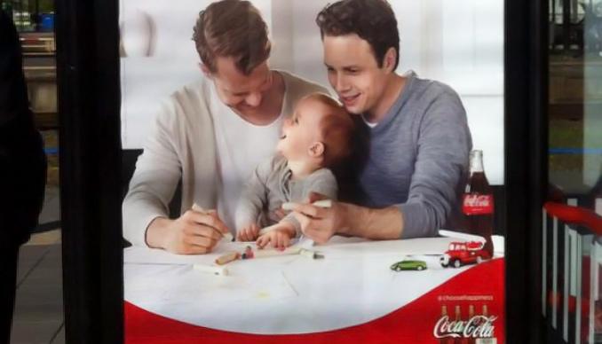 «Privilégions le bonheur à la tradition» : La nouvelle campagne Coca-Cola pour célébrer la diversité