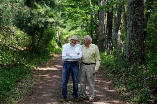 """De """"père et fils"""" à celui d'époux : Bill Novak et Norman MacArthur vont pouvoir se marier et changer de statut"""
