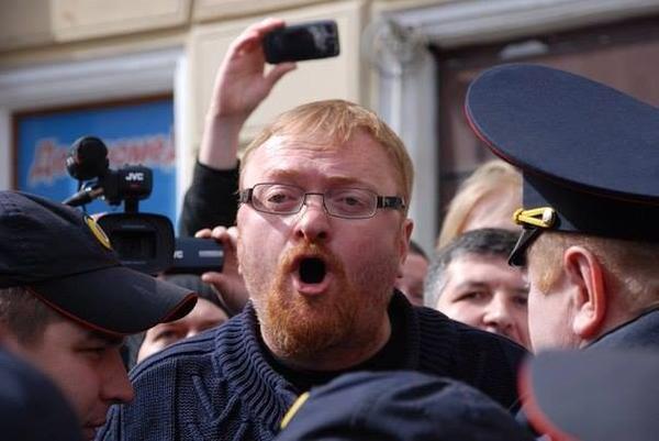 Russie : Un défilé très « friendly » cette année pour la Fête du Travail de Saint-Pétersbourg (VIDEOS)