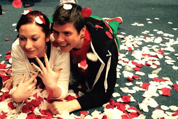 """Irlande : """"Billie"""" fait sa demande en mariage quelques secondes après le résultat du vote"""