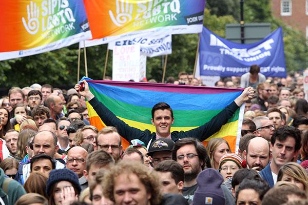 """Referendum sur le """"mariage gay"""" en Irlande : """"Les résultats pourraient être serrés"""""""