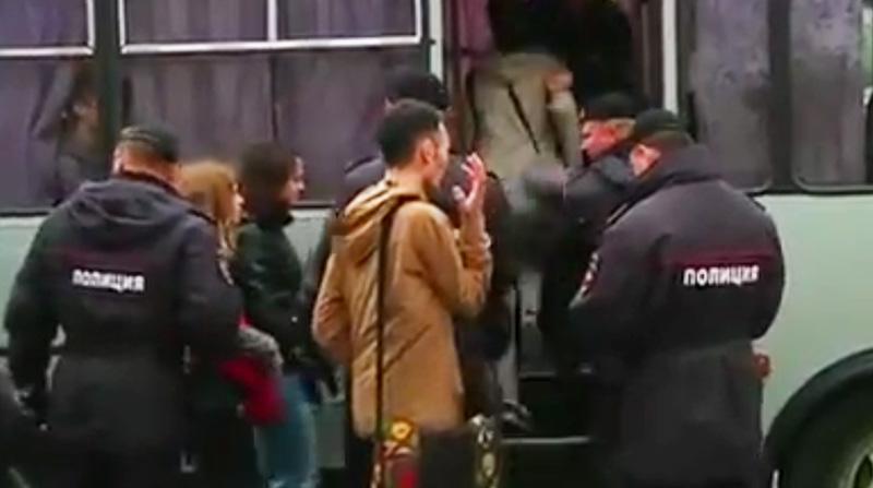 Flashmob à la Russe : 17 militants LGBT interpellés à l'occasion de la journée de lutte contre l'homophobie