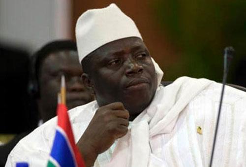 Le dictateur gambien, Yahya Jammeh, menace de trancher la gorge de tous les hommes homosexuels
