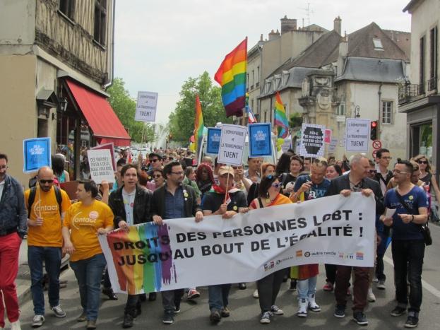 """Plus de 600 personnes à Dijon pour célébrer la troisième édition de la """"Marche des fiertés"""""""
