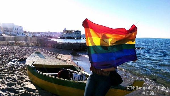 """Selon Business News : """"En Tunisie, il vaut mieux être pédophile que homo""""."""