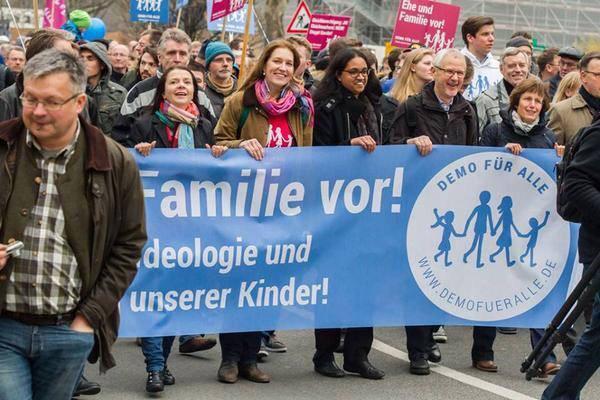 Pour la septième fois, l'Allemagne a vu à Stuttgart un défilé de La Manif pour tous locale