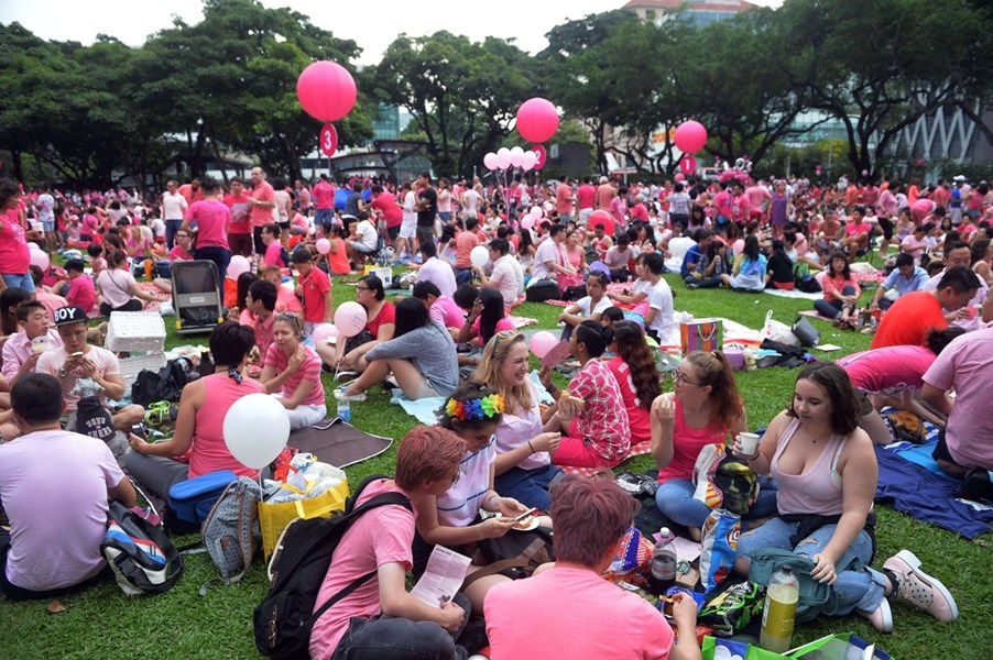 Pink Dot 2015 : Des milliers de Singapouriens contre les discriminations subies dans le pays par les LGBT