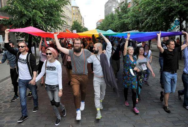 Près de 5.000 participants et spectateurs pour l'EuroPride de Riga, en Lettonie