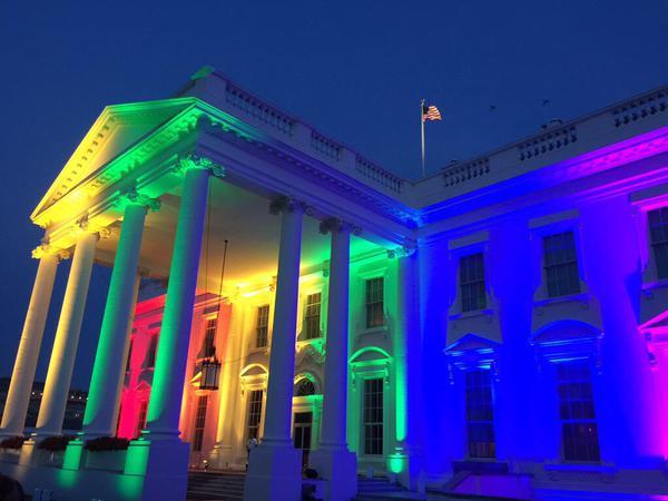 Légalisation du mariage pour tous aux États-Unis : les monuments se parent des couleurs arc-en-ciel