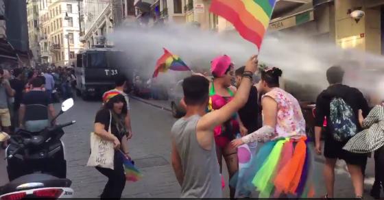 Turquie : La parade de la Pride violemment réprimée par la police à Istanbul