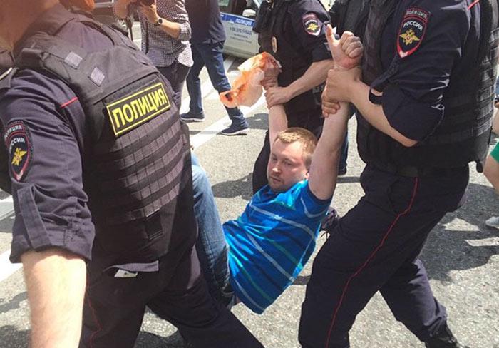 Vidéo. En Russie : Trois militants homosexuels condamnés à 10 jours de prison