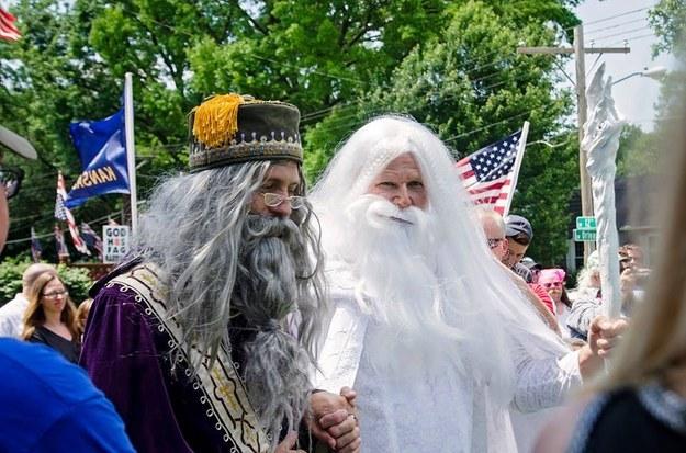 Magie de l'amour : Gandalf et Dumbledore se sont mariés à l'« Equality House » de Topeka au Kansas
