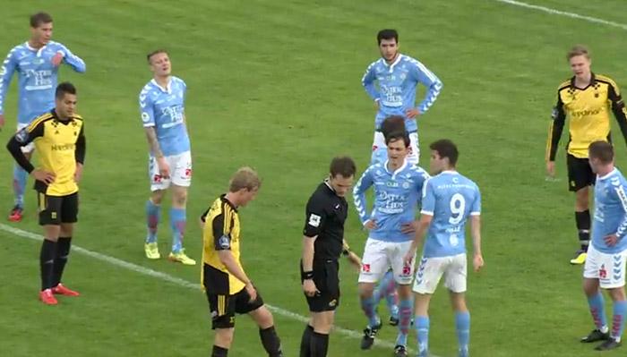 """Football : Un joueur norvégien expulsé et suspendu pour en avoir traité un autre d'""""homo"""""""