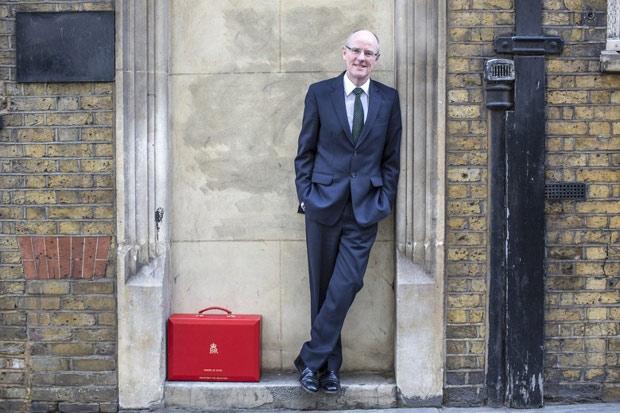 Coming out : Après 29 ans de vie commune, le Ministre britannique de l'Éducation annonce ses noces avec son compagnon