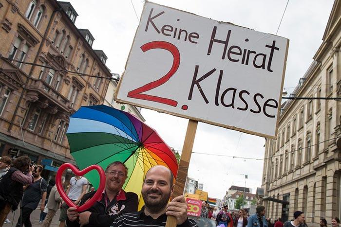 """""""Pas de Mariage de 2ème Classe"""" : Le débat sur l'égalité des droits gagne l'Allemagne"""