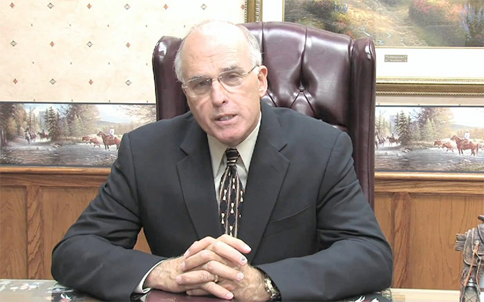 Sacrifice religieux contre le mariage gay : le pasteur texan fait marche arrière !