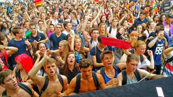 Marche des visibilités : Des milliers de personnes dans les rues de Strasbourg, Metz, Nantes, Bordeaux et Arras