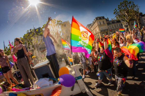 """Vidéo. Plusieurs centaines de personnes dans le cortège de la """"Marche des fiertés"""" à Rouen"""