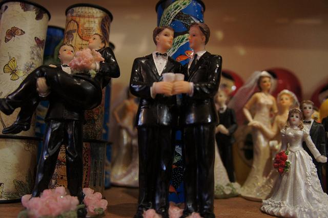 Mariage pour tous : les religions contre l'opinion ?
