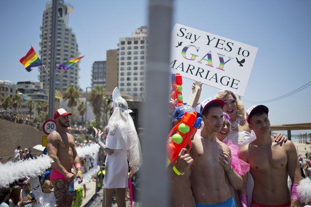 Plus de 180.000 personnes dans les rues de Tel-Aviv pour la 17e édition de la Gay Pride