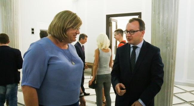 En Pologne, le parlement vote une loi facilitant l'intégration des personnes transgenres