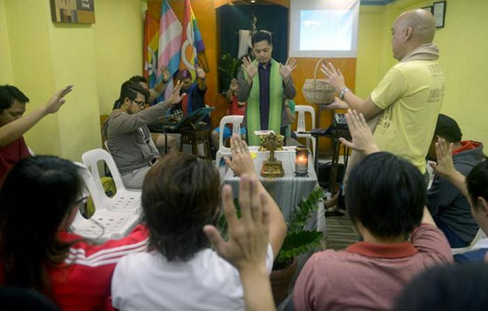 A Manille, les homosexuels trouvent asile dans un temple protestant
