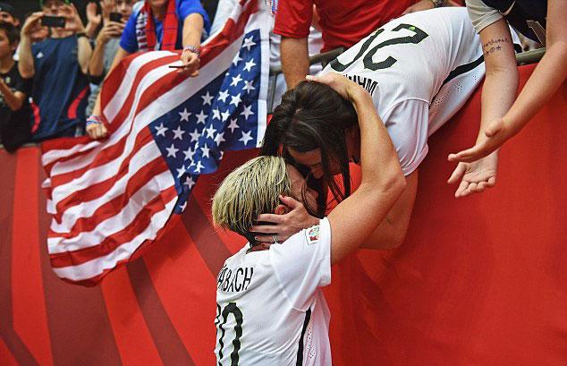 Football : A Vancouver, Abby Wambach affiche son amour devant le monde entier