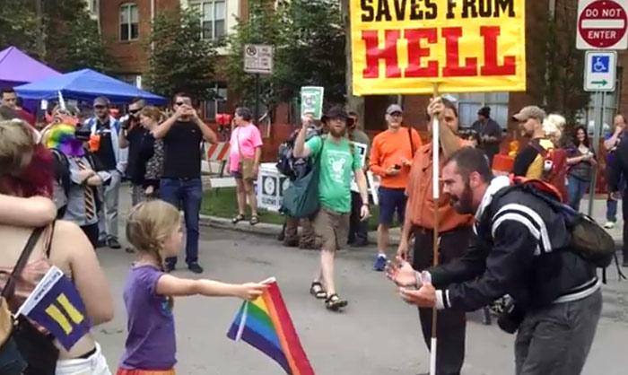 Vidéo. Quand une enfant de 7 ans tient tête à un opposant au mariage pour tous