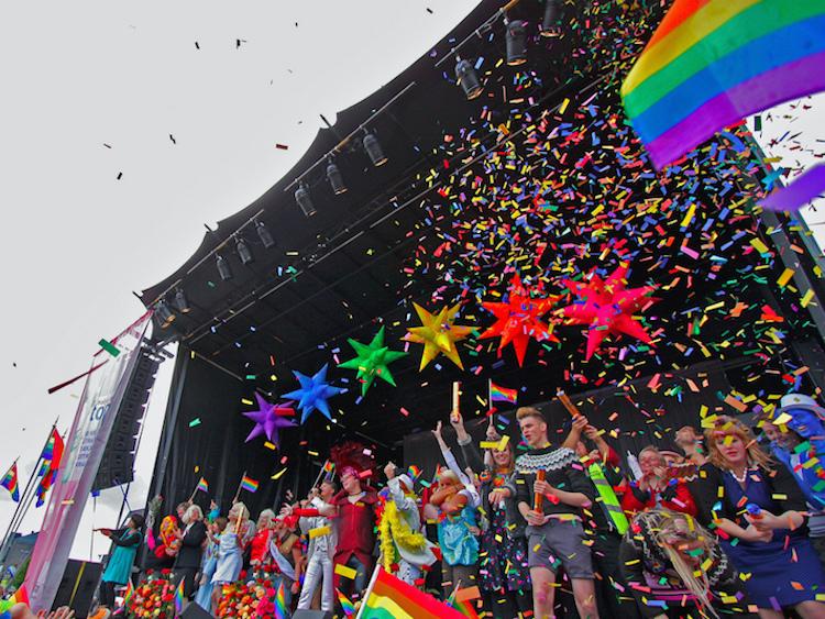 """Enquête : Près de la moitié de tous les manifestants aux célébrations des """"Fiertés LGBT"""" sont hétérosexuels"""