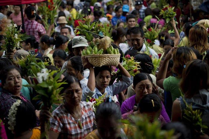 Birmanie : un festival des esprits, lieu de rassemblement pour la communauté LGBT