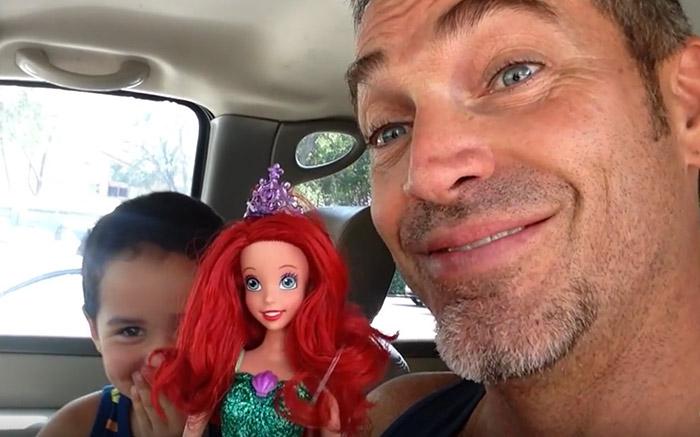 Vidéo : « Imaginez ce qu'un père ressent lorsque son fils choisit une poupée ?»