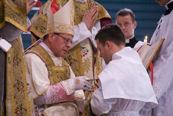 Eglise et homosexualité : Vitus Huonder contesté dans son propre diocèse