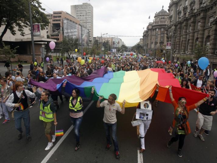 Serbie : La Gay Pride de Belgrade exhorte à la solidarité avec les migrants