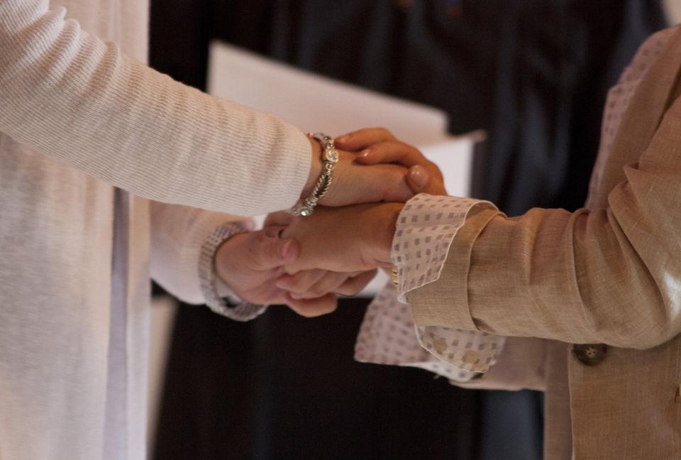 Le mariage pour tous et l'adoption par des couples de même sexe fait son chemin en Suisse