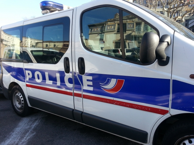 Insultes lesbophobes, gifles et coups de poing : Un couple de femmes agressé dans un magasin à Valence