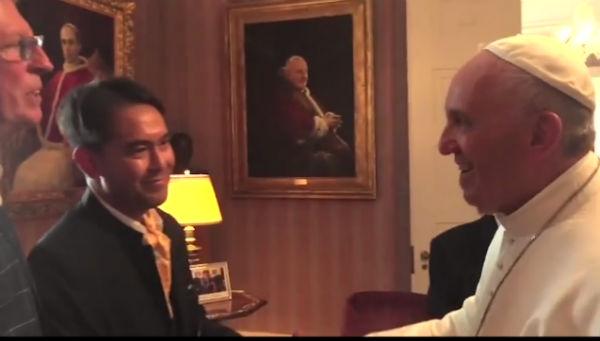 Vidéo. Quand le pape François reçoit un couple d'amis homosexuels à Washington