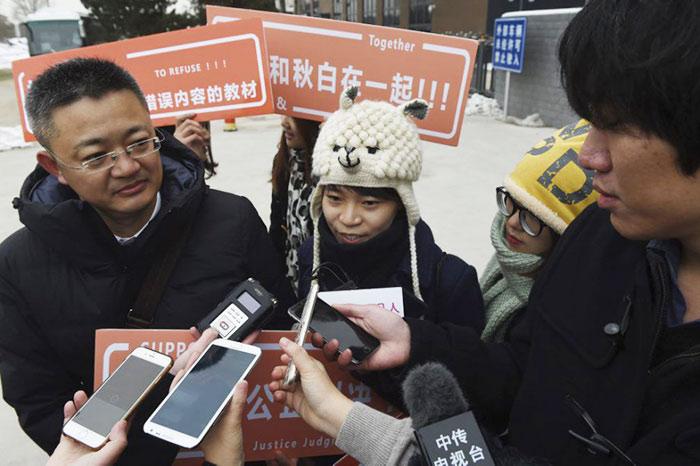 Pour la première fois en Chine, une militante LGBT dénonce des manuels homophobes devant la justice