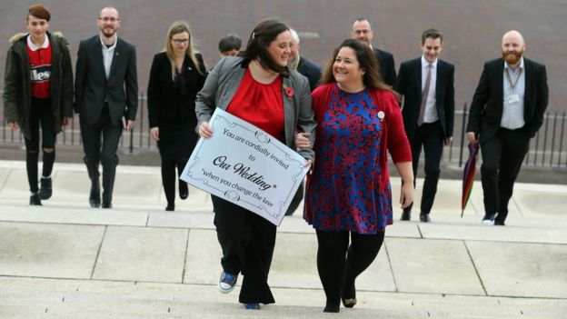 Irlande du Nord : Vote symbolique en faveur du mariage entre personnes du même sexe au Parlement