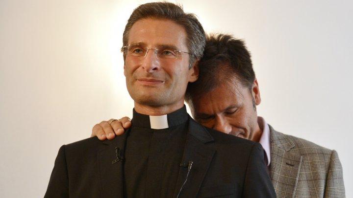 Homophobie : L'Eglise catholique « complice de la terreur anti-homosexuelle », estime Mgr Krzysztof Charamsa