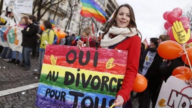 Mariage pour tous : des recours contre les décrets d'application de la loi Taubira rejetés devant le Conseil d'État