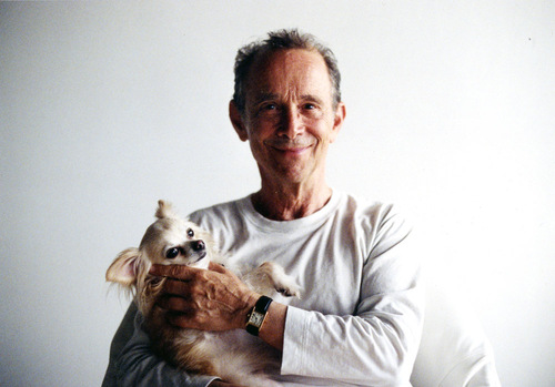 "A 82 ans, Joel Grey, star de Broadway fait son coming out : ""Je suis gay et j'assume !"""