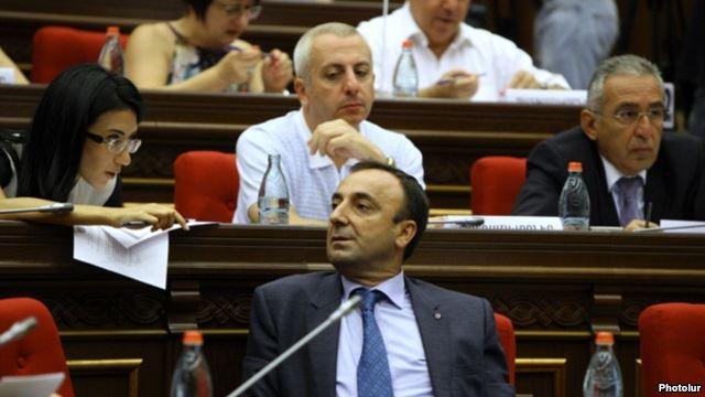 Arménie : Les autorités profitent d'une réforme constitutionnelle pour interdire le mariage aux couples de même sexe