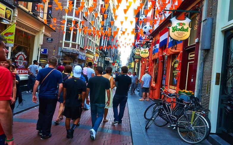 Aux Pays-Bas : des demandeurs d'asile homosexuels relogés dans des foyers dédiés pour parer aux agressions