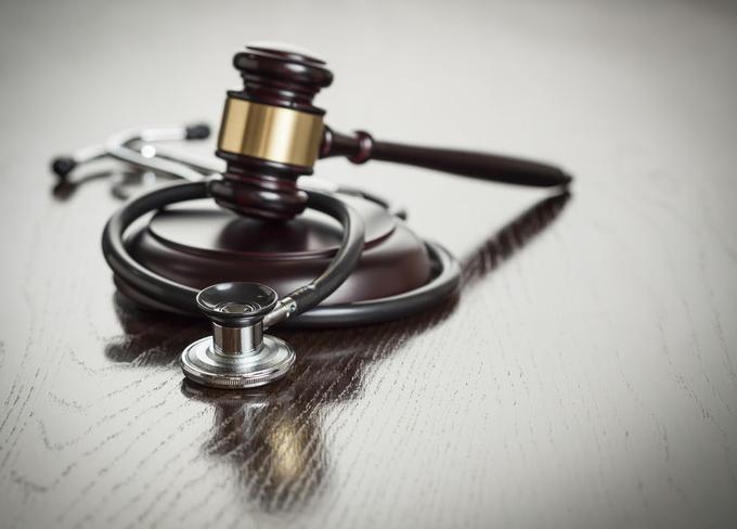 Loi Santé 2015 : beaucoup d'avancées mais aussi des échecs, concernant notamment les soins funéraires pour les personnes séropositives