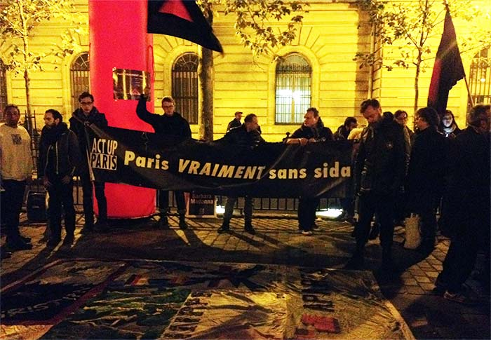 VIDEO. « Paris VRAIMENT sans sida » : Retour sur la mobilisation Place Baudoyer à l'initiative Act Up-Paris