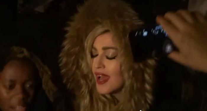 VIDÉO. En concert à Paris, Madonna rend hommage aux victimes des attentats du 13 novembre