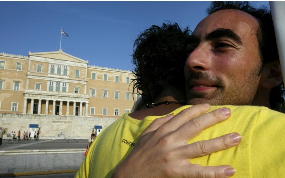 Malgré les pressions de l'Eglise orthodoxe, la Grèce ouvre l'union civile aux couples de même sexe