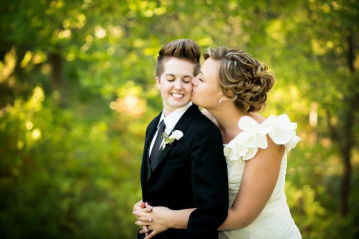 Bilan démographique : En 2015, les lesbiennes représentaient 48% des mariages de même sexe, contre 41% en 2013