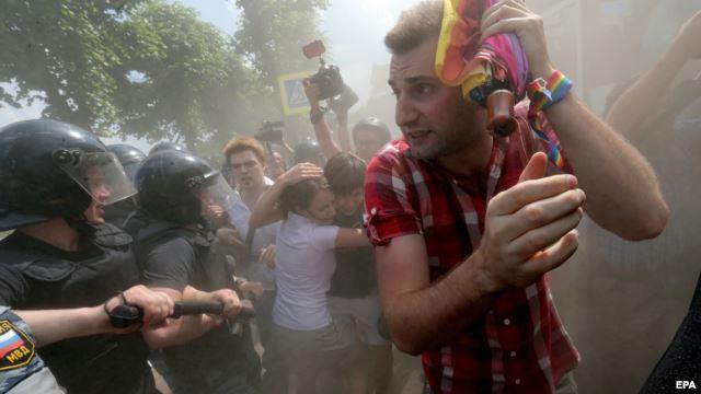 Russie : un projet de loi pour « sanctionner le coming out », rejeté à l'unanimité par le comité de la Douma (VIDEOS)